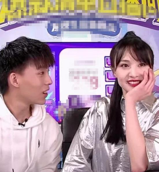 Lộ nhan sắc thật khi livestream thiếu hiệu ứng chỉnh sửa, Trịnh Sảng có còn lung linh như ảnh chụp?