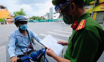 Bí thư Thành ủy Hà Nội Đinh Tiến Dũng: Kiên trì giãn cách xã hội, giảm tối đa người ra đường